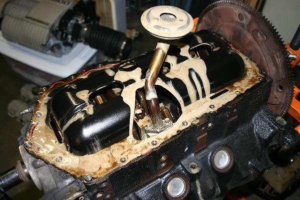 Эмульсия в двигателе после попадания воды в масло.